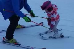 Kids-ski-lessons-in-Poiana-Brasov-with-RJ-ski-instructors