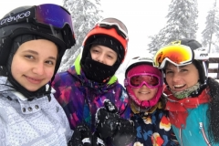 kids-ski-lessons-with-Roxana-skin-instructor-Poiana-Brasov
