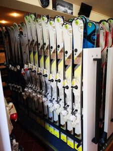 The best skis & snowboards for hire in Poiana Brasov